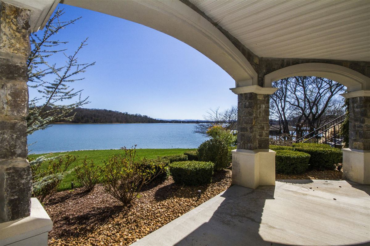 Panoramic lake and mountain views luxury properties