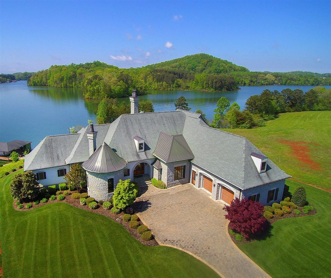 Perfect Lakefront Home luxury homes