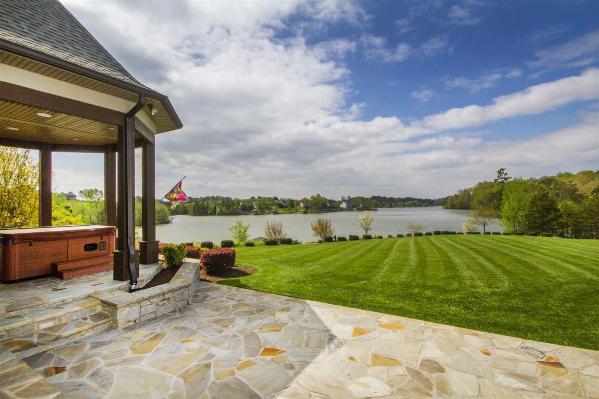 Perfect Lakefront Home luxury properties