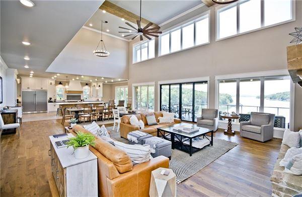 Luxury homes Absolutely breathtaking lakeside estate