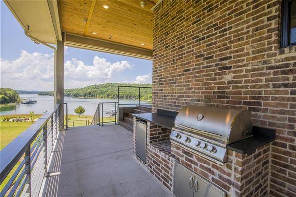 Luxury properties Absolutely breathtaking lakeside estate