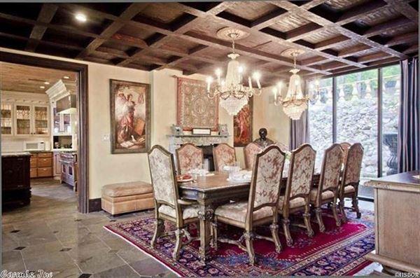 Luxury homes Luxurious Lake Estate in hot springs