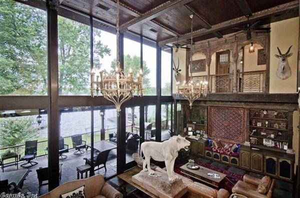 Luxury real estate Luxurious Lake Estate in hot springs