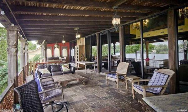 Luxurious Lake Estate in hot springs luxury homes