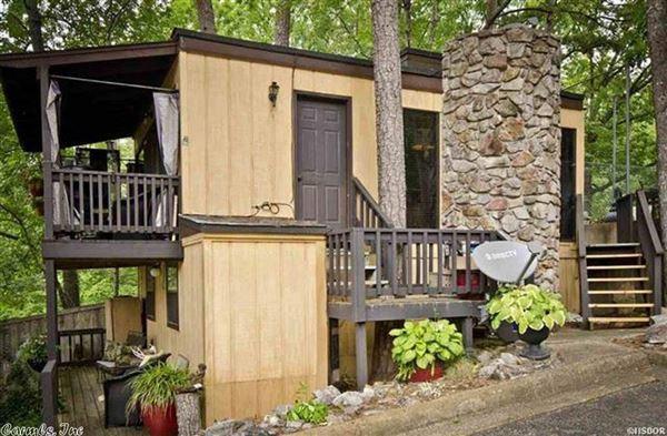 Luxurious Lake Estate in hot springs luxury real estate