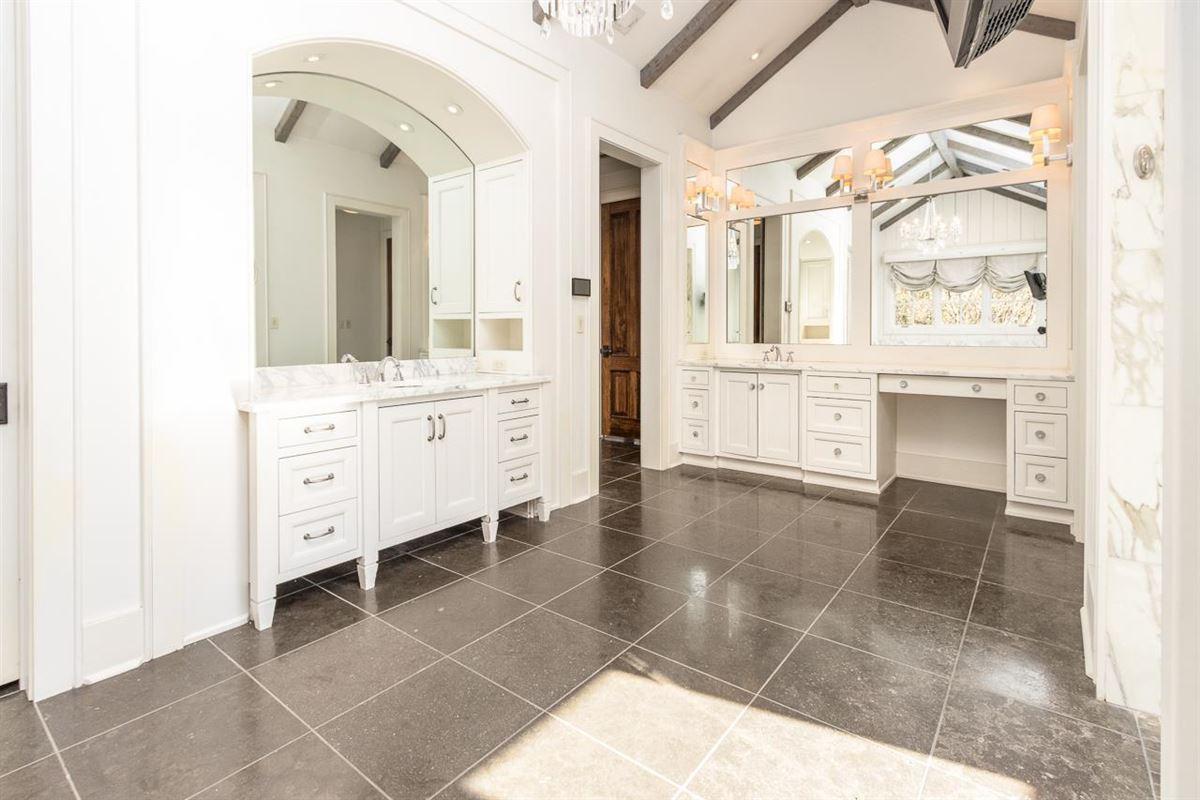 Luxury properties Traditional Quiet Estate