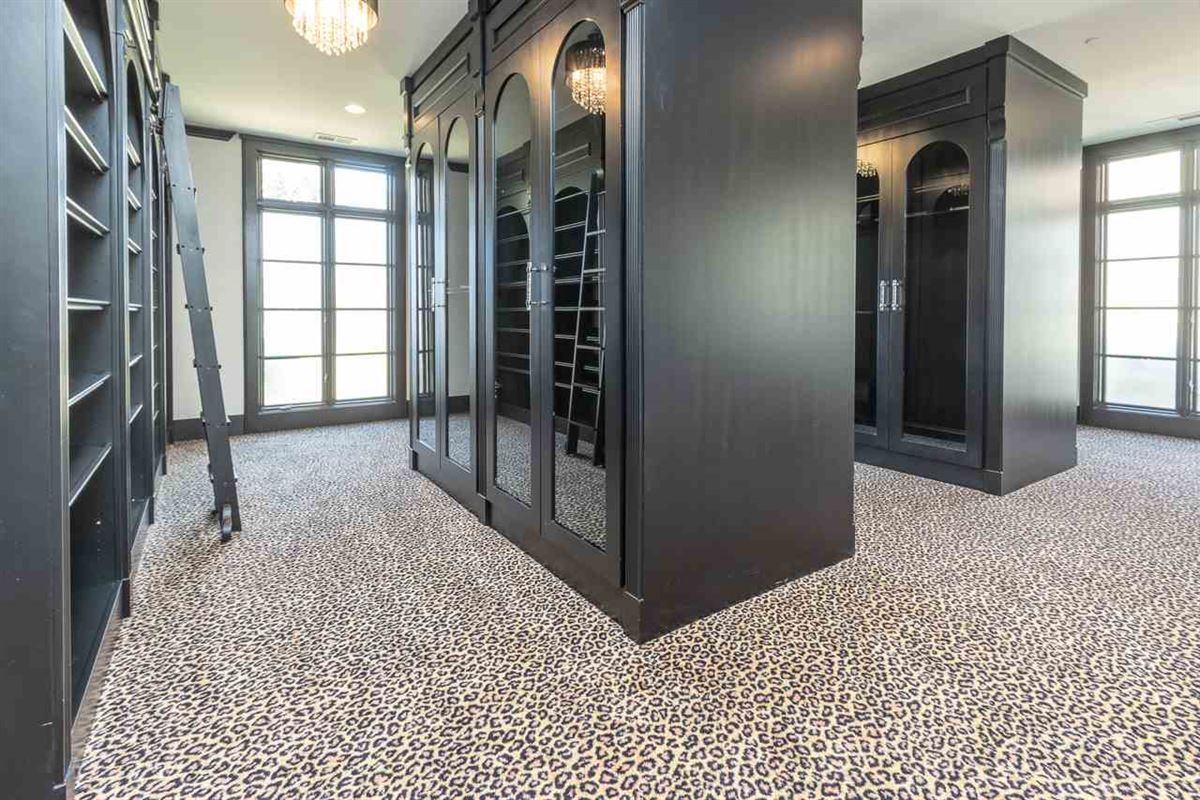 Traditional Quiet Estate luxury properties