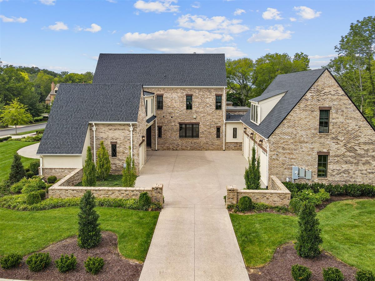 Luxury living in Witherspoon luxury homes