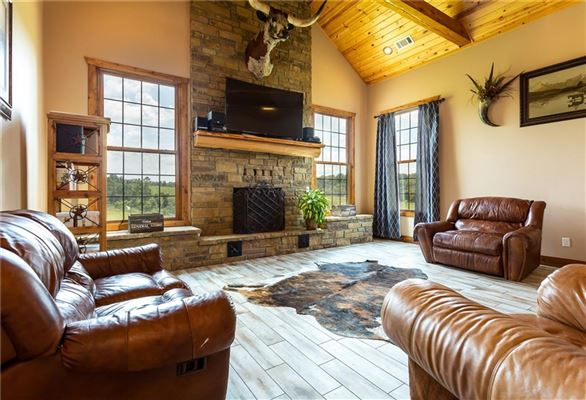 Luxury homes beautiful home on over 380 acres