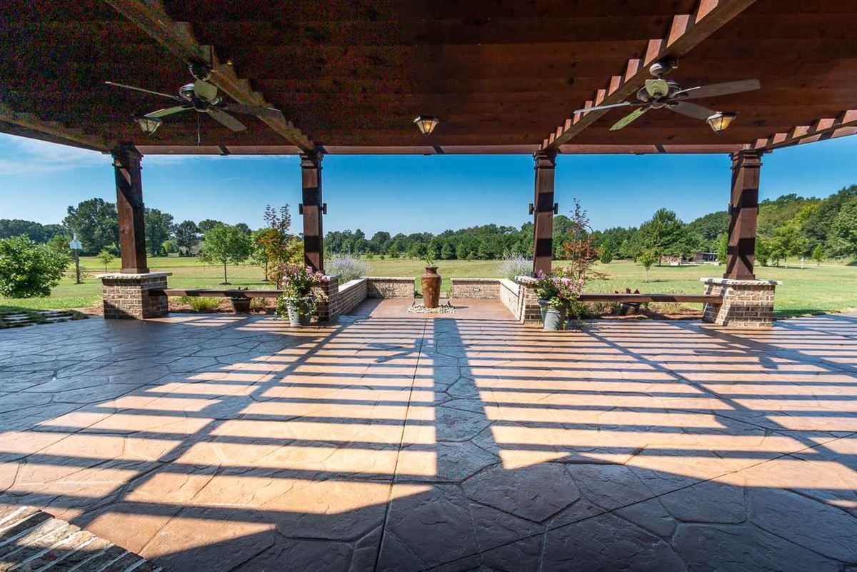 Luxury properties Private estate on 19 acres