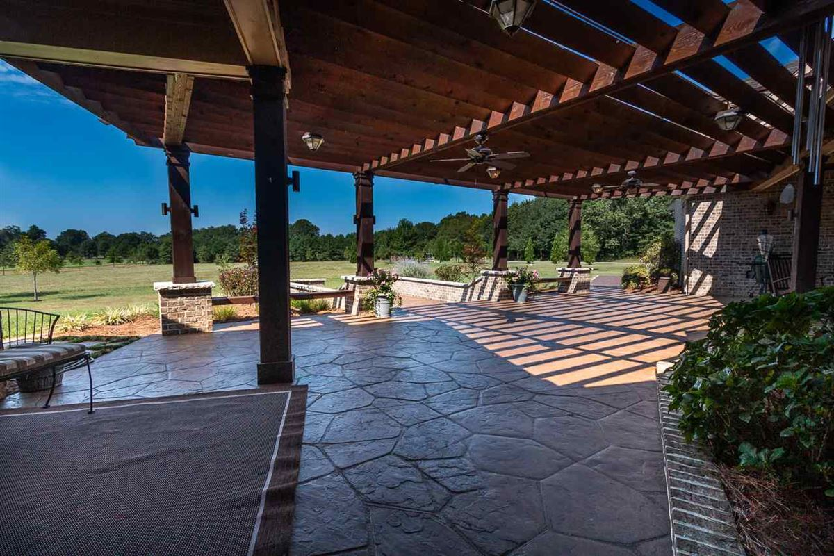 Private estate on 19 acres luxury properties