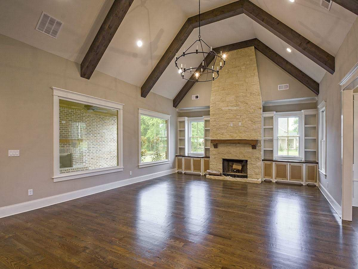 Luxury homes Charming new construction in Collierville