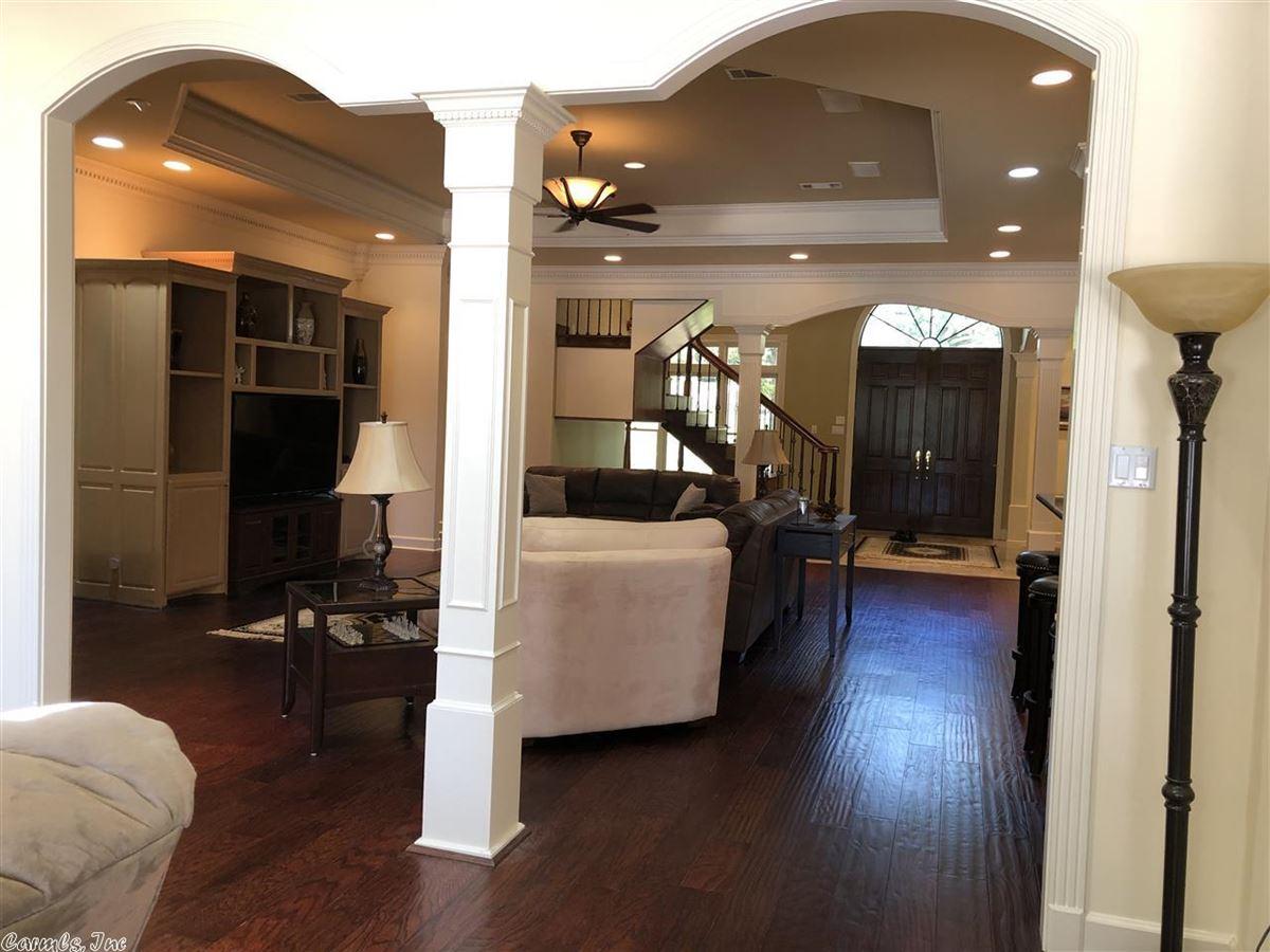 Luxury real estate Executive Estate awaits you