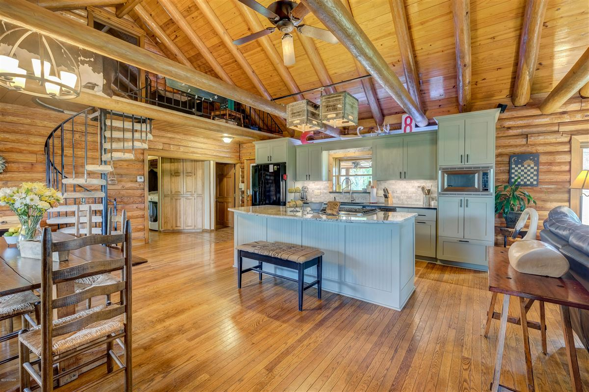 Luxury homes Eagle Ridge Ranch