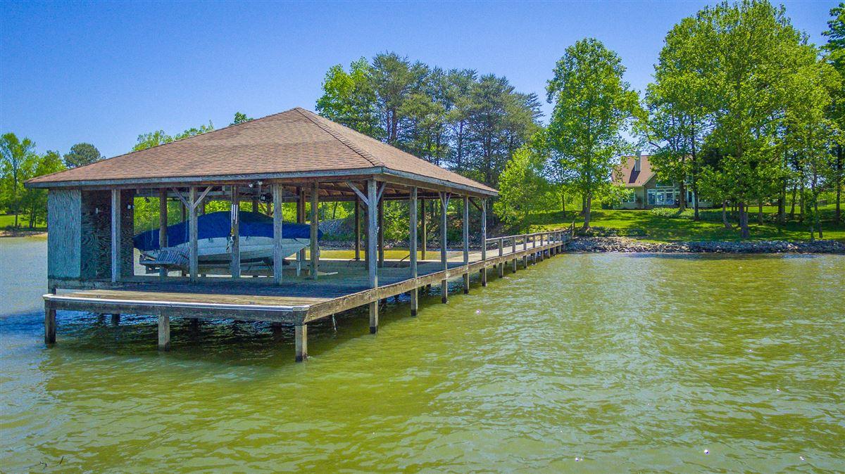 Mansions in Elegant riverfront estate