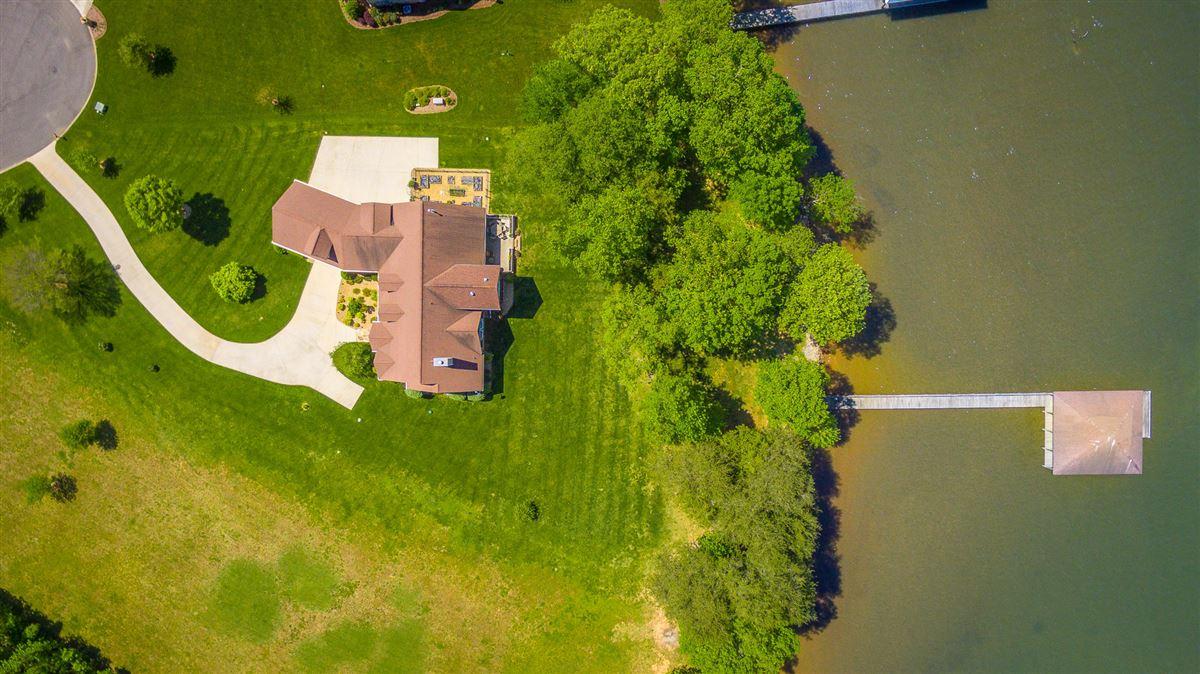 Elegant riverfront estate luxury real estate
