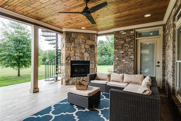 Luxury properties Country home in Cookeville city limits