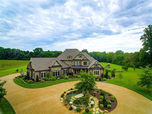 Mansions Country home in Cookeville city limits