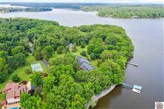 Remarkable lakefront home on Kentucky Lake luxury properties