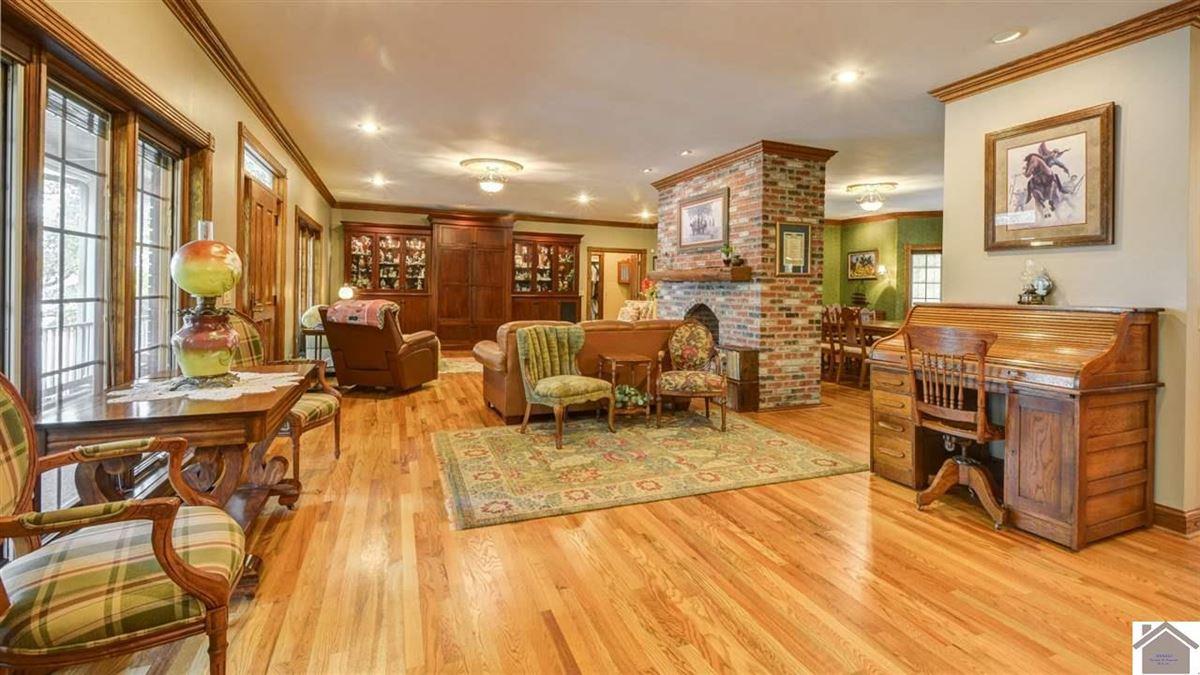 Luxury properties Remarkable lakefront home on Kentucky Lake