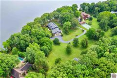 Mansions Remarkable lakefront home on Kentucky Lake