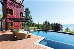 Luxury properties spectacular home on Kempenfelt Bay