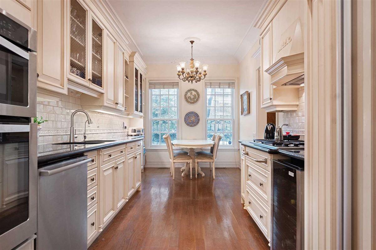 New York Style Georgian Brownstone luxury real estate