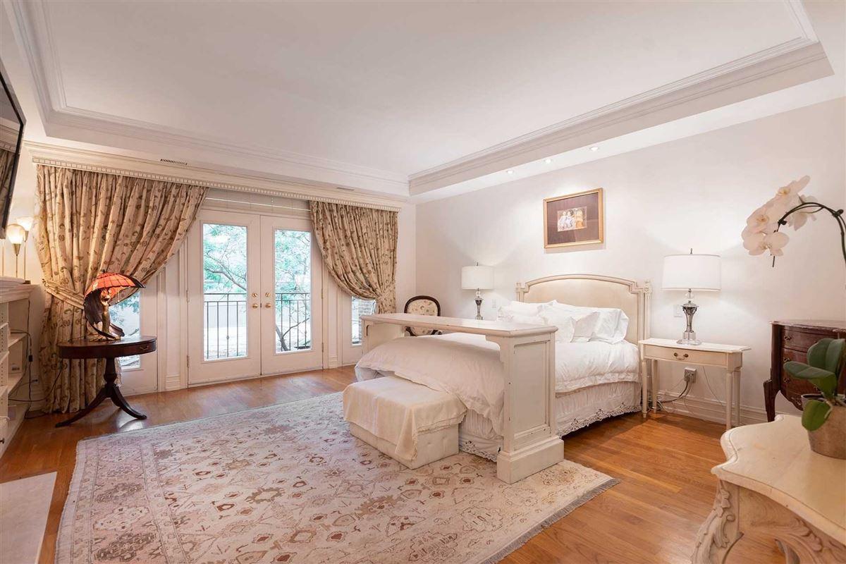 Luxury properties New York Style Georgian Brownstone