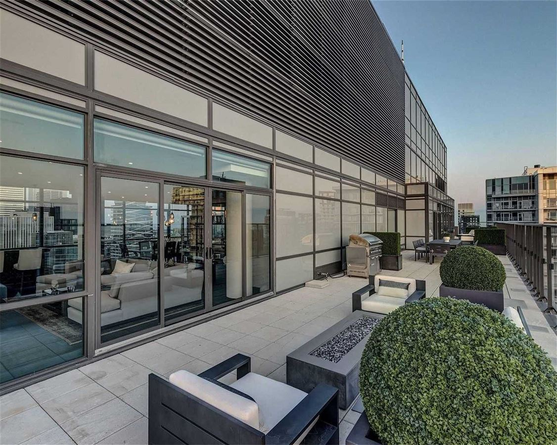 Luxury real estate Full floor penthouse at the bond