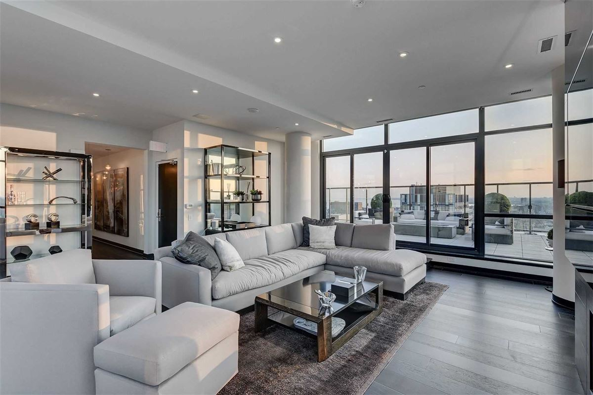 Full floor penthouse at the bond luxury real estate