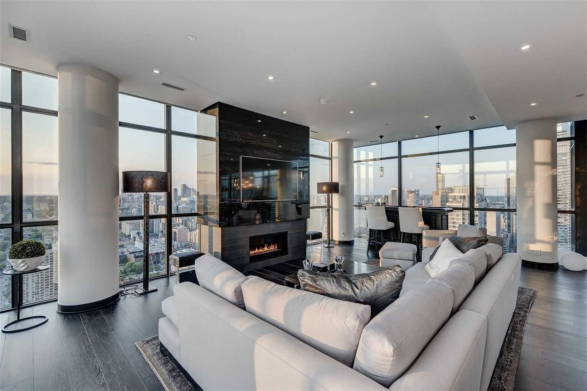 Luxury properties Full floor penthouse at the bond