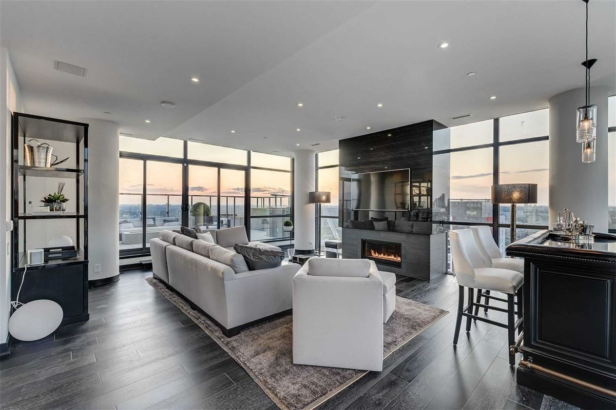 Full floor penthouse at the bond luxury properties