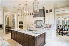 Luxury homes in spectacular luxury residence in desirable location