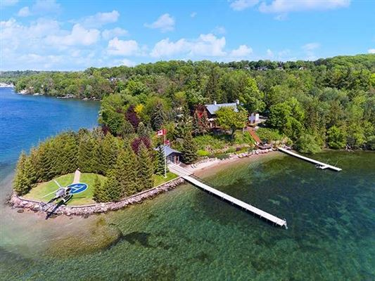 Luxury homes spectacular home on Kempenfelt Bay
