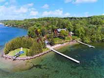 Mansions spectacular home on Kempenfelt Bay