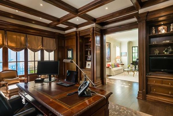 Mansions in Spacious and Comfortable with Meticulous Attention To Detail