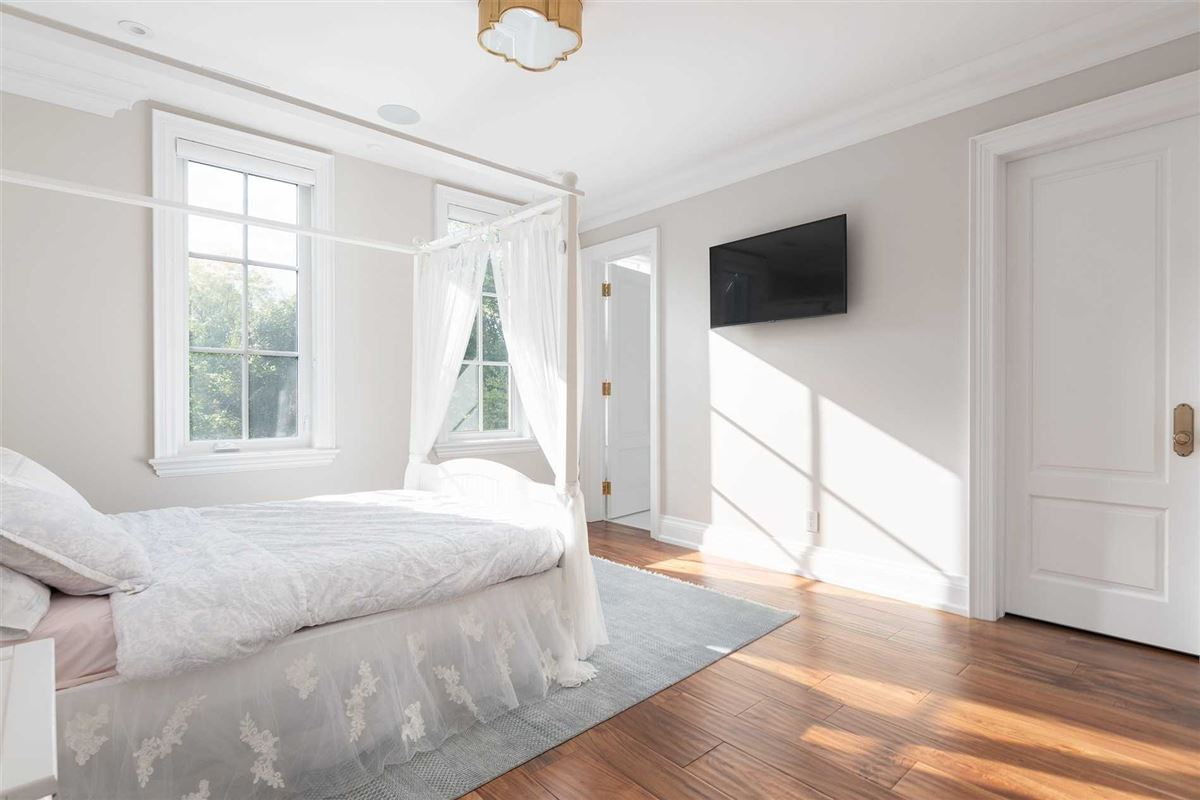 Luxury real estate Distinctly Elegant residence in Prized Caribou Park