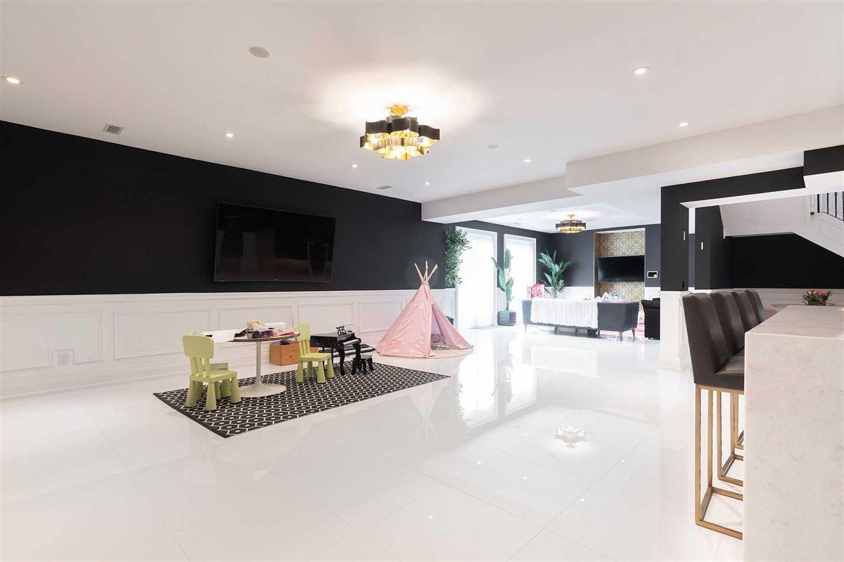 Mansions Distinctly Elegant residence in Prized Caribou Park