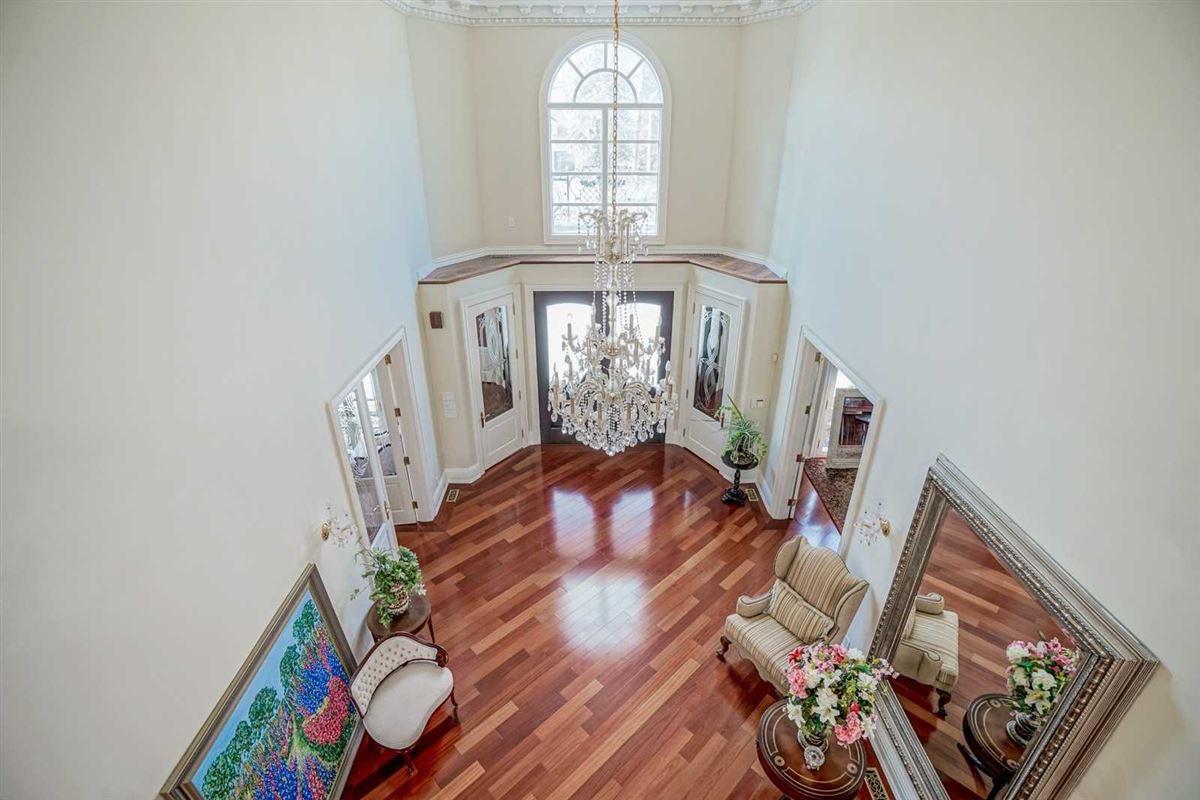 Luxury properties estate mansion in prestigious location