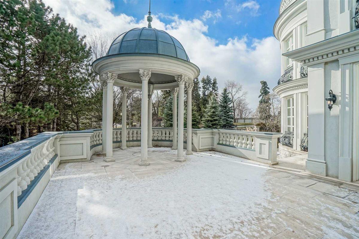 Luxury homes estate mansion in prestigious location