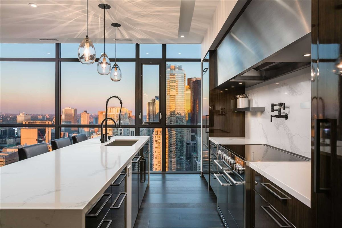 Luxury homes penthouse in the heart of it all