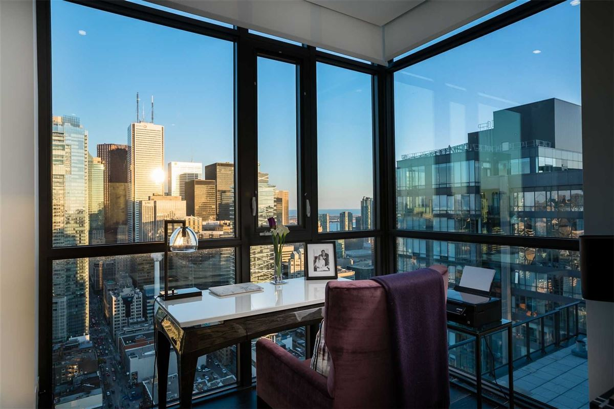 Mansions penthouse in the heart of it all