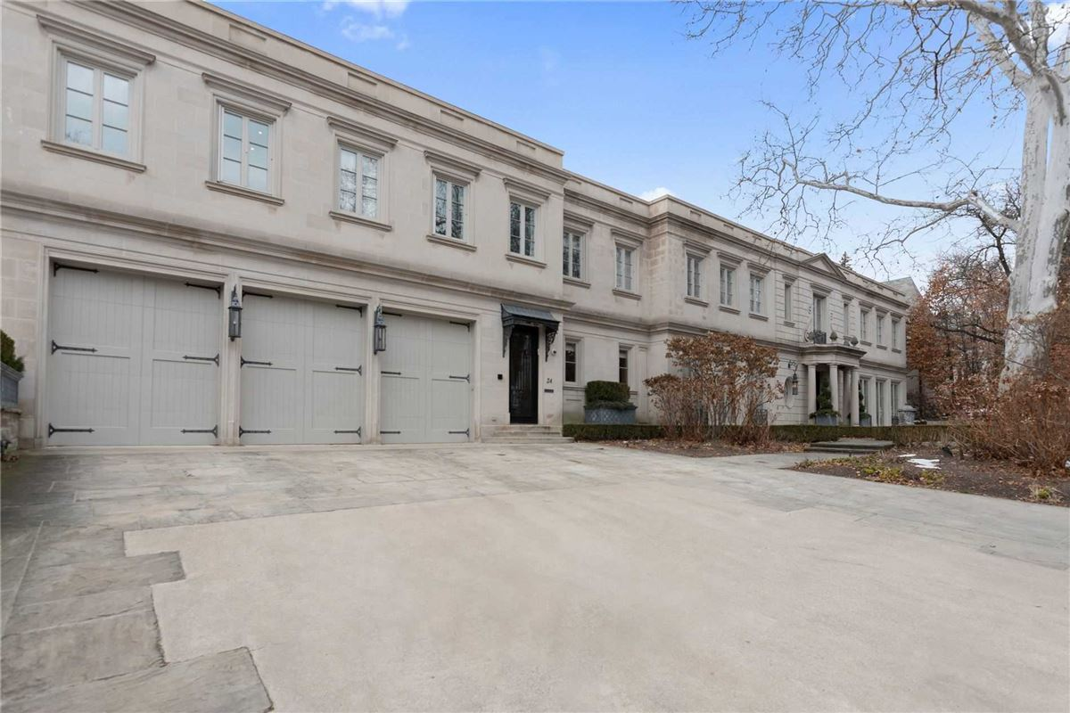 Mansions impeccable home on estate-sized lot