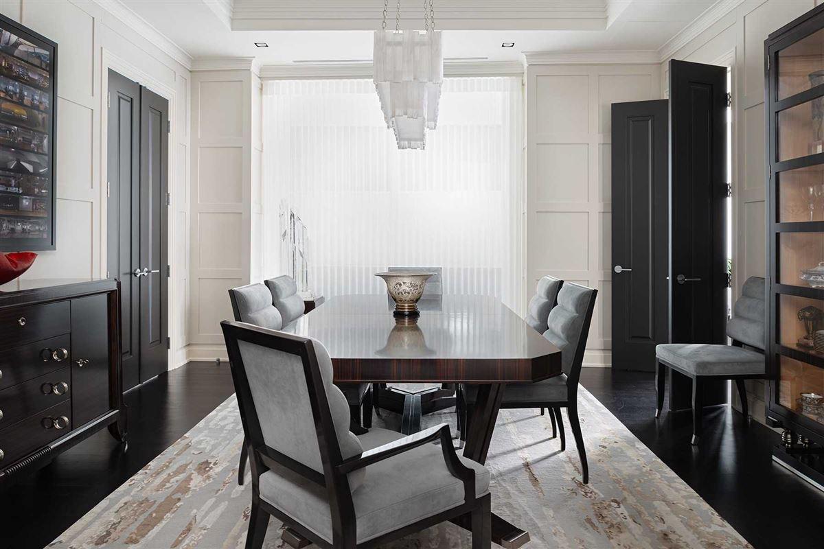 spacious full-floor residence in museum house luxury real estate