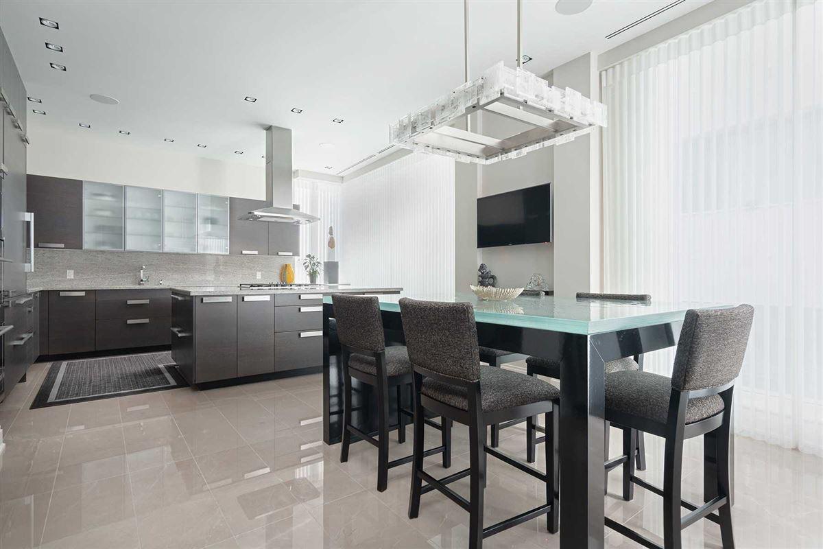 Luxury properties spacious full-floor residence in museum house