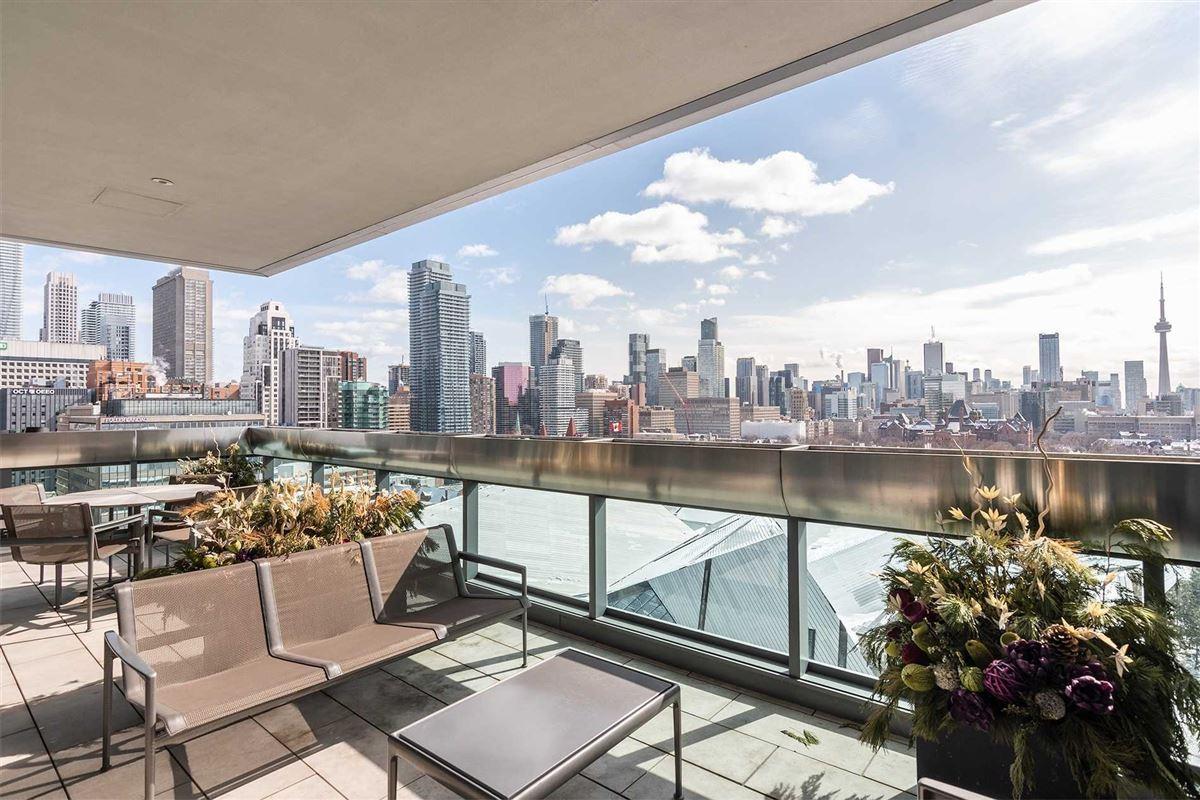 Luxury homes spacious full-floor residence in museum house