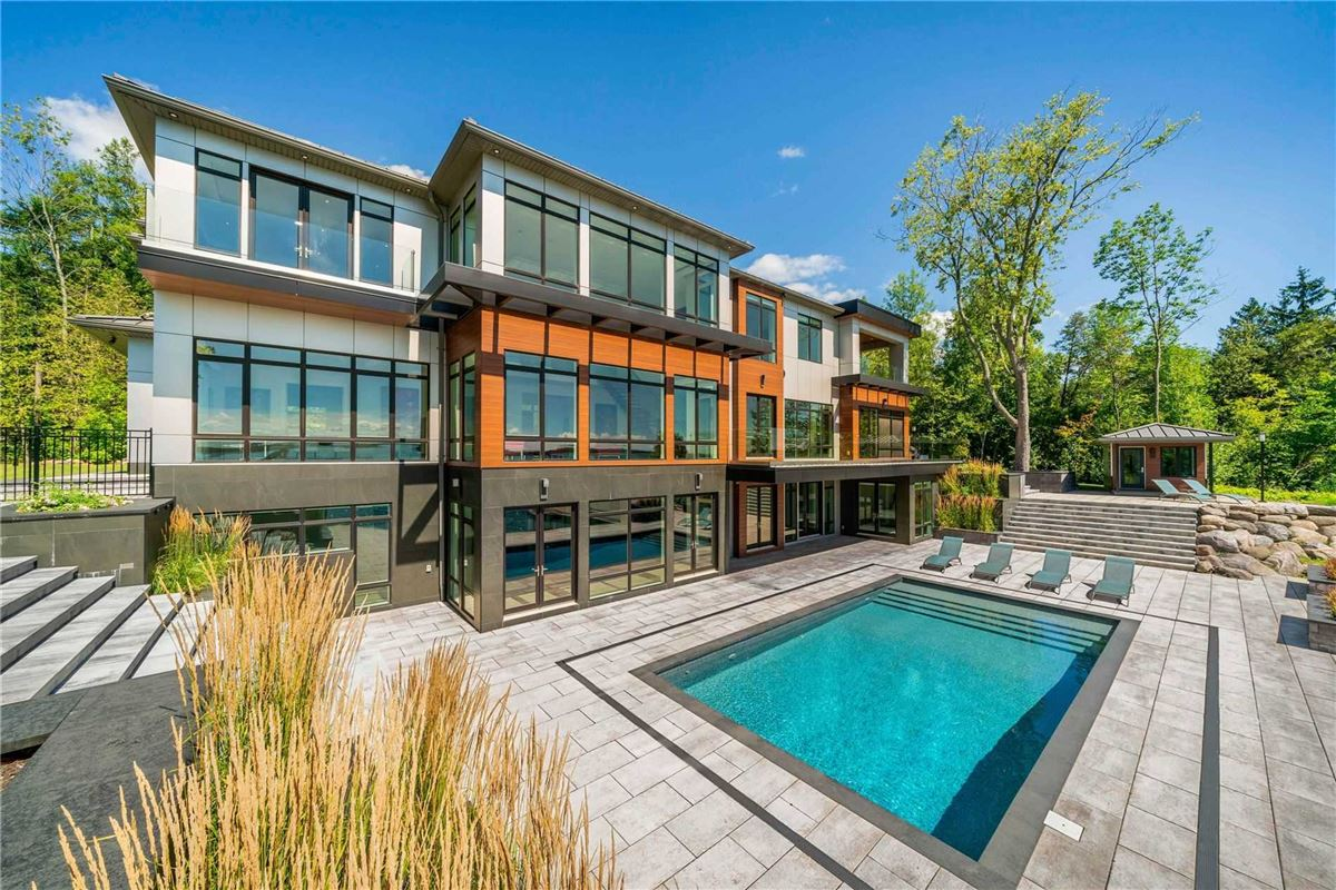 Luxury homes An Artistic Triumph on Kempenfelt Bay