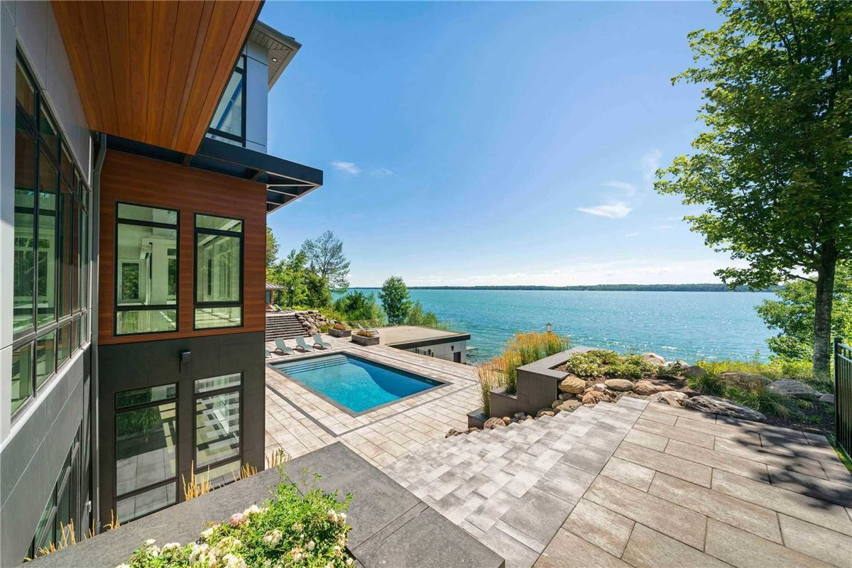 An Artistic Triumph on Kempenfelt Bay luxury homes