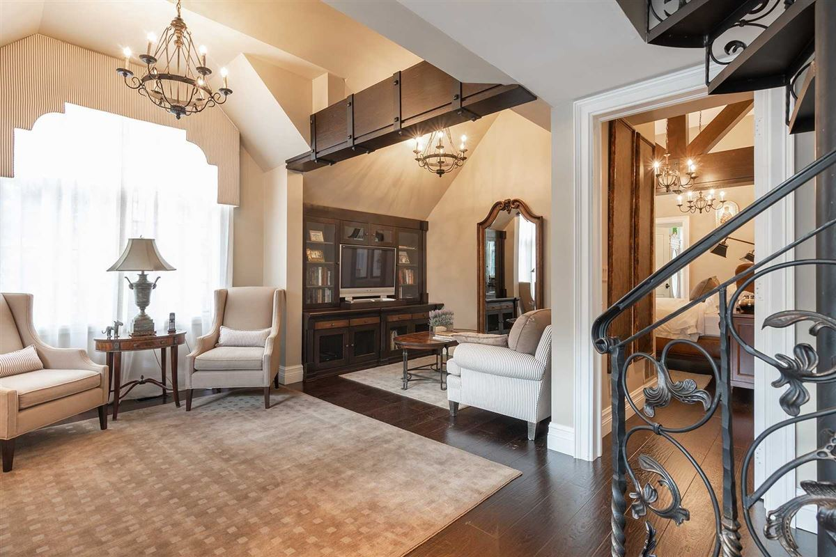 Luxury homes in timeless elegance and stately sophistication