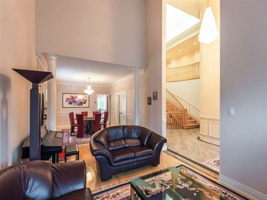 Magnificent mansion located in Bayview Hill luxury homes
